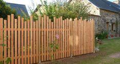 Dog Backyard, Backyard Fences, Fenced In Yard, Backyard Landscaping, Outdoor Screens, Farmhouse Garden, Bottle Garden, Fence Design, Wind Break