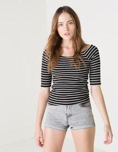Ahorra $100 en Camiseta estampada BSK con cremallera para Dama, en Bershka.  Vigencia al 31-10-2014. #PromoMap #promocion #promo #moda