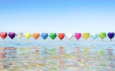 Le soleil, la plage, la piscine et les virées entre copines: l'été nous réserve toujours des moments inoubliables et des plaisirs à n'en plus finir, alors pour vous, nous avons sélectionné notre top 10 des petits bonheurs de l'été.   - photo : Gray Malin   #verymojo #montre #watch #beach #summer #sun #plage #été #love #balloons #graymalin