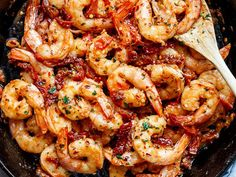 Spicy and garlicky with the subtle sweetness of sun dried tomatoes, this Spicy Garlic Sun Dried Tomato Shrimp takes less than 10 minutes ! Shrimp Dishes, Fish Dishes, Shrimp Recipes, Fish Recipes, Cooking Recipes, Healthy Recipes, Dried Tomatoes, Cherry Tomatoes, Gourmet