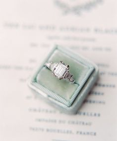 Wedding Rings Emerald Cut Engagement Ring in a Vintage Velvet Box Wedding Rings Vintage, Vintage Engagement Rings, Vintage Rings, Wedding Jewelry, Top Vintage, Vintage Style, Cushion Cut Engagement Ring, Princess Cut Engagement Rings, Solitaire Engagement