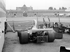 1975. James Hunt_24 - Hesketh 308B.