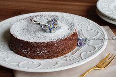 Bolo de chocolate com só dois ingredientes. É delicioso, mas faça duas receitas porque uma só dá bolo pequeno. Complete com calda quente e sorvete!!