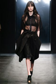 See the complete Vera Wang Spring 2016 Ready-to-Wear collection.