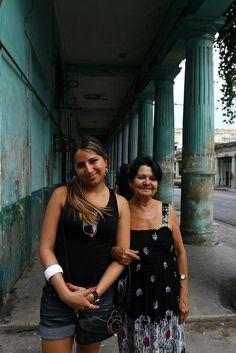 © Santiago Escobar-Jaramillo, foto 3 de la serie 'MADRE-e-HIJA', La Habana Cuba, 2012 y 2013 #BAC #fotografia #contemporanea #contemporary #photography  #art #arte #bogota #cuba