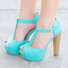 Yo Amo los Zapatos photo          Like the color, blue, maybe?