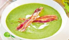 Chopped fresh mint gives this hearty courgette and bacon soup a fresh twist Hand Held Blender, Curry, Bacon Soup, Paleo Bacon, Lard, Lunch To Go, Fresh Mint, Good Food, Fun Food