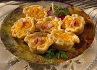 Enjoy these tartlets made with caramelized onion that are ready in 45 minutes – a delightful appetizer.
