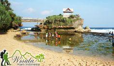Pantai Kukup terletak di Kabupaten Gunung Kidul. Dapat ditempuh dari Jogja kurang lebih 1,5 sd 2 jam. Jalan akses menuju Pantai Kukup relatif bagus