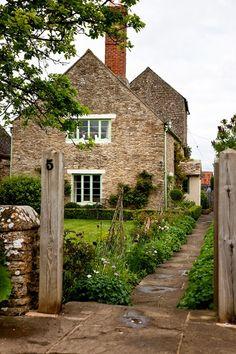 Depósito Santa Mariah: Cottages E Suas Fachadas Adoráveis!