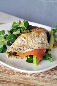 Healthy ei wrap met zalm en avocado - Focus on Foodies Healthy Snacks, Healthy Eating, Low Carb Recipes, Healthy Recipes, Good Food, Yummy Food, Convenience Food, Eating Habits, Food Inspiration