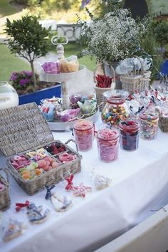 Candy bar for xv years Wedding Candy Table, Wedding Desserts, Dessert Buffet, Dessert Bars, Candy Buffet Tables, Bar A Bonbon, Sweet Carts, Cookie Table, Candy Party