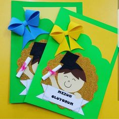 Learn How To Decorate Simple Folders Or Folders With These Incredible Ideas - Gymbody Kids Crafts, Diy And Crafts, Arts And Crafts, Paper Crafts, Orla Infantil, School Results, Graduation Crafts, Board Decoration, Art N Craft