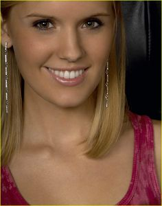 Maggie Grace In Grace was cast as Shannon Rutherford in the television series Lost, on which she was a main cast member for the first two seasons, winning a Screen Actors Guild Award shared with the ensemble cast. Fear The Walking, Walking Dead, Maggie Grace, Stretch Mark Cream, Ensemble Cast, Get Up And Walk, Great Smiles, Rosacea, Blake Lively