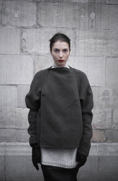 Rick Owens F/W Oh why can't we have this kind of weather here? Fashion Images, Fashion Details, Fashion Design, Dark Fashion, New Fashion, Streetwear, Geometric Fashion, Knitwear Fashion, Ootd