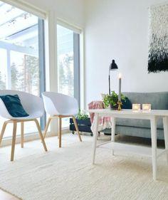 Helposti liikuteltavat tuolit tarjoavat mahdollisuuden olohuoneen sisustuksen muutoksille