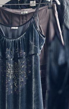 noanoa velvet dress on hanger love this shade of blue-violet, not quite grey, not quite violet, not quite indigo Mode Style, Style Me, Azul Indigo, Indigo Blue, Elisa Cavaletti, Look Fashion, Womens Fashion, Fall Fashion, Hippie Man