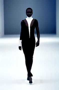 A look from the Thierry Mugler Spring/Summer 1999 collection.