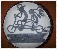 Torty z okazji 10 rocznicy ślubu. Wierzch lukier plastyczny a w środku bita śmietana, banany i ciasto czekoladowe