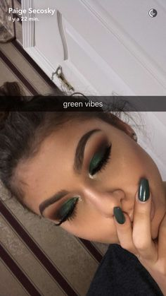 "dark green eye makeup History of eye makeup ""Eye care"", quite simply, ""eye make-up"" happens Makeup For Green Eyes, Blue Eye Makeup, Skin Makeup, Eyeshadow Makeup, Eyeliner, Green Eyeshadow, Eyebrows, Fall Eyeshadow Looks, Eyeshadow Ideas"