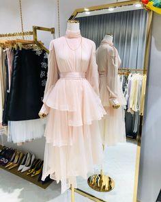 Modest Fashion, Girl Fashion, Fashion Dresses, Fashion Design, Fashion Blogs, Style Fashion, Fashion Trends, Stylish Dresses, Cute Dresses