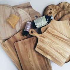 pampering cutting board with some walnut oil, bee wax and non-toxic stain. Soon will be at my store as gift set with crochet pot holders!