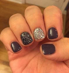 Gel nail designs with diamonds unique nail art for short gel nails ⋆ fitnailslover Short Gel Nails, Short Nails Art, Black Nails Short, Dark Gel Nails, Glitter Accent Nails, Black Glitter Nails, Silver Glitter, Sparkle Nails, Grey Gel Nails