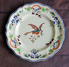 Assiette en faïence d'art Etiquette Robert Boistot Salins-les-bains à décor d'oiseau diamètre 23 cm poids 348 gr lebon.coin14@yahoo.fr