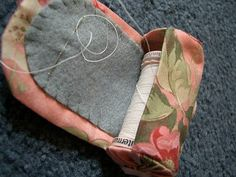 Annie Wynen's Spool and Needle holder tutorial: Victorian quilt designs
