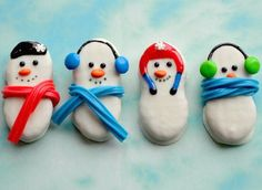 How fun! Nutter Butter Snowmen- great edible craft for winter!