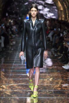b2c5afedc07c Balenciaga Spring 2019 Ready-to-Wear Collection - Vogue High Fashion,  Spring Fashion