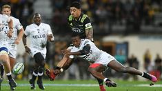 LIVE Super Rugby - Razzle-dazzle Sharks leading the Hurricanes at halftime in try-fest