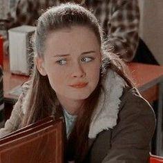Gilmore Girls Fashion, Glimore Girls, Netflix, Lorelai Gilmore, English Memes, Danielle Campbell, Alexis Bledel, Wattpad, Aesthetic Pictures