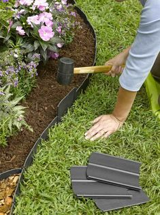 Front Yard Landscaping Discover Pound-In Plastic Landscape Edging - Lawn Edging Plastic Lawn Edging, Plastic Landscape Edging, Flower Landscape, Green Landscape, Watercolor Landscape, Landscape Paintings, Flower Bed Edging, Borders For Flower Beds, Grass Edging