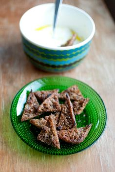Rye chips with garlic and chili. //Ruokahommia
