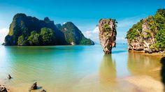Mit der Lizenz zum Reisen die Drehorte der James-Bond-Filme entdecken: Ob Crab Key, die Insel an deren Strand Ursula Andres ihren legendären Auftritt hatte, oder die berühmte James-Bond-Insel in Thailand - spektakulär, mondän und einzigartig sind sie alle.
