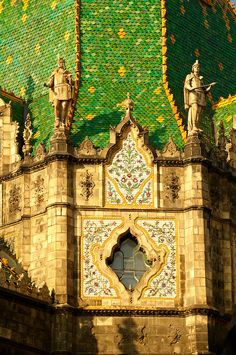 Museum of Applied Arts in Budapest Art And Architecture, Architecture Details, Art Nouveau Arquitectura, Places To Travel, Places To Visit, Central And Eastern Europe, Barcelona Cathedral, Street Art, Beautiful Places