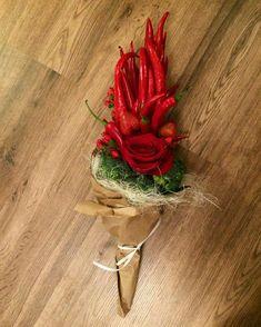 Vegetable Bouquet, Food Bouquet, Bild Tattoos, Diy Gift Baskets, Garden Club, Flower Decorations, Floral Arrangements, Floral Design, Vegetables