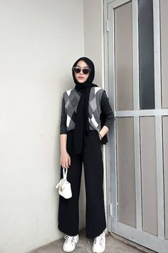 Modern Hijab Fashion, Street Hijab Fashion, Hijab Fashion Inspiration, Korean Girl Fashion, Muslim Fashion, Casual Hijab Outfit, Casual Outfits, Ootd Hijab, Foto Fashion