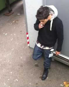One of the first pictures of Zayn smoking Zayn Malik Smoking, Got Him, One Pic, Hot Guys, Fans, Love You, Lol, Smoke, Celebrities