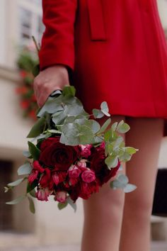 The Lady in Red and her red roses. I bet she's wearing red shoes too. Love Flowers, My Flower, Flower Power, Beautiful Flowers, Beautiful Pictures, Rose Cottage, Arte Floral, Shades Of Red, Color Splash
