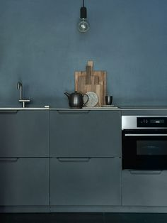 Sigurd Larsen kitchen design in aluminium in the colour anthracite with a countertop in solid oak. It's an IKEA hack.