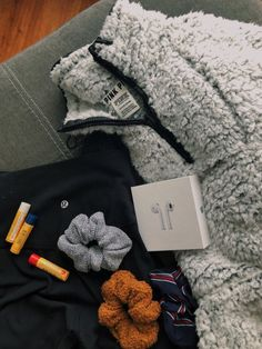ronquillo Teddy Jacket - AirPods - Burt's Bee's Chapstick - scrunchies IG - tj.ronquillo Teddy Jacket - AirPods - Burt's Bee's Chapstick - scrunchies Basic White Girl, White Girls, Trendy Outfits, Summer Outfits, Cute Outfits, Estilo Cool, Teen Fashion, Fashion Outfits, Ladies Fashion