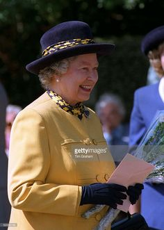 Queen With Birthday Card She Was Given For Her Birthday. (Photo by Tim Graham/Getty Images) Hm The Queen, Royal Queen, Her Majesty The Queen, Save The Queen, Miss Elizabeth, Queen Elizabeth Ii, Duke And Duchess, Duchess Of Cambridge, Diana