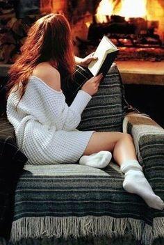 И хочется согреться добрым светом...                      И хочется поверить - всё не зря...          Укутываясь чаем, книгой, пледом,                      Под тихое мурчанье ноября...                                © Удри Будрайджи