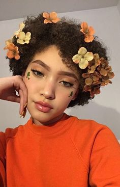Uploaded by sasooriza ; Find images and videos about girl, fashion and beautiful on We Heart It - the app to get lost in what you love. Beauty Makeup, Hair Makeup, Hair Beauty, Pretty People, Beautiful People, Curly Hair Styles, Natural Hair Styles, Pelo Natural, Orange Aesthetic