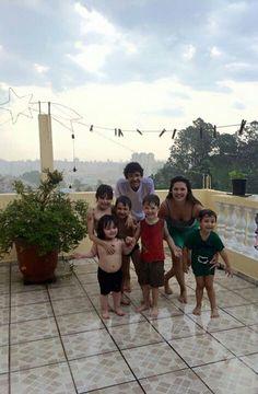 Meus amores curtindo um banho de chuva com os primos.....