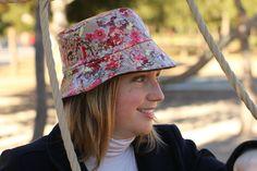 Sombreros impermeables · Gorro de Lluvia - Flores japonesas de LoLahn  Handmade por DaWanda.com Flores Japonesas 7aa117c7359