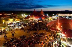 30 Jahre Zelt-Musik-Festival - Zum 30. Mal werden diesen Sommer 120.000 Zelt-Liebhaber, Musik-Fans und Festival-Freunde vor den Toren Freiburgs zwischen grünen Hügeln in Nachbarschaft zum Tiergehege und Naturerlebnispark Mundenhof zusammen feiern.