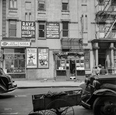 Harlem through Gordon Parks' eyes: Celebrated photographer captures life in the city in Years before he became the first black photojournalist for Life magazine Vintage Photographs, Vintage Photos, Photo New York, Picture Stand, Gordon Parks, Park Photography, City That Never Sleeps, High Resolution Photos, City Streets